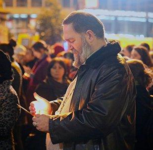 Траурная акция Не убивай в память о погибших учениках у здания 51-й школы