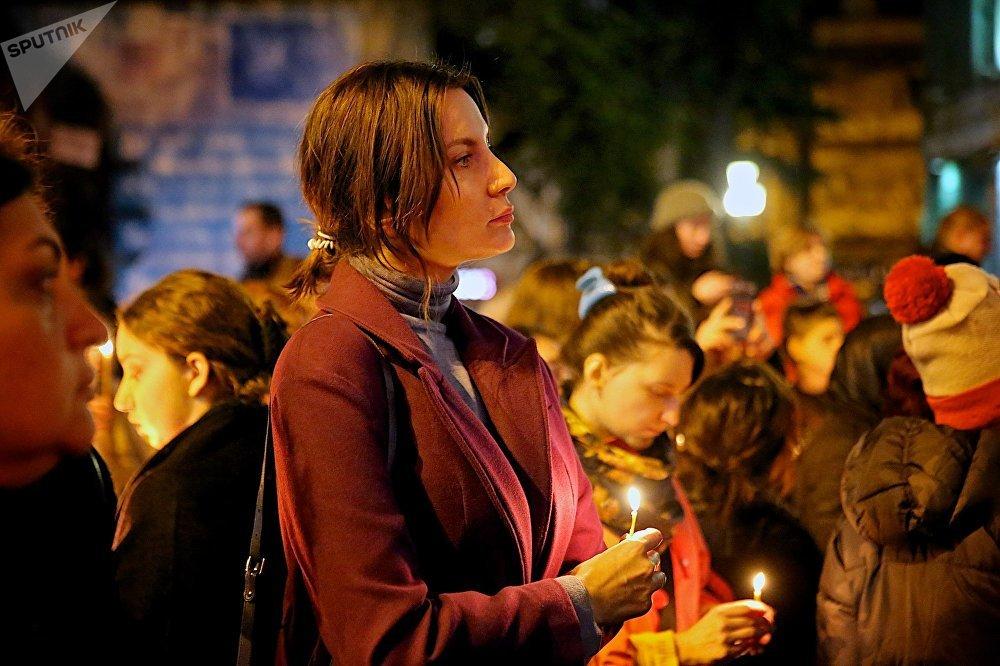 По замыслу организаторов таких акций, они должны были продемонстрировать протест общественности против насилия