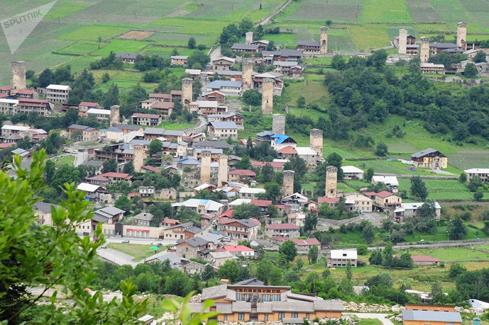 Местия – столица Сванетии. Это средневековое поселение включено в список Всемирного наследия ЮНЕСКО.