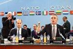 Глава МИД Грузии Михаил Джанелидзе и генсек НАТО Йенс Столтенберг