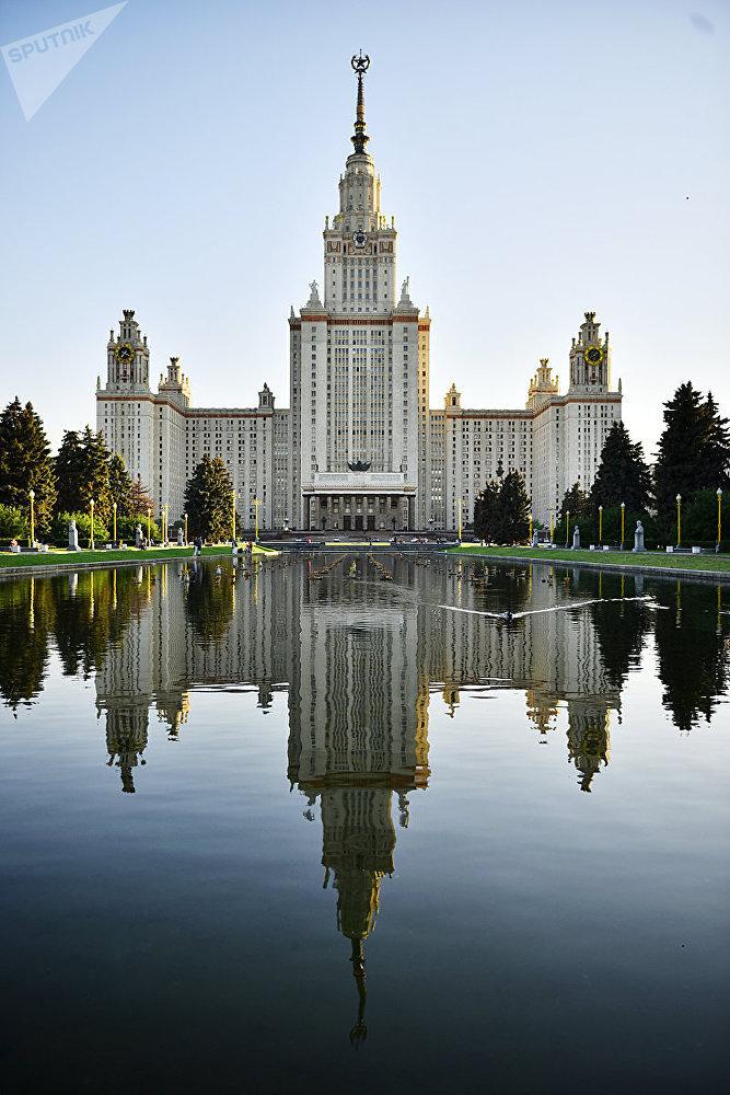 Здание Московского университета на Воробьевых горах