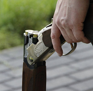Мужчина с охотничьим ружьем