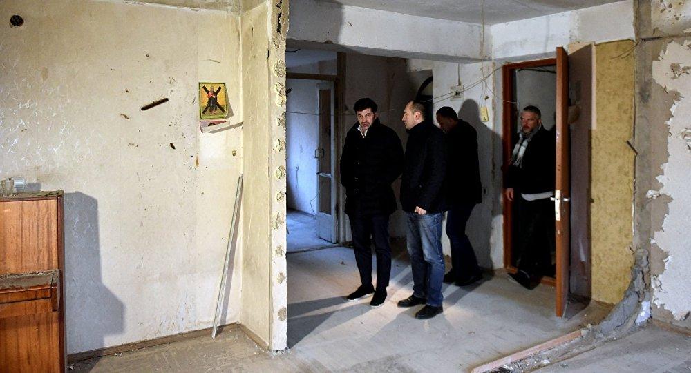 Мэр Тбилиси Каха Каладзе осмотрел поврежденные во время антитеррористической операции квартиры
