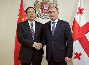 ჩინეთის განვითარების ბანკის პრეზიდენტი ჩენ იუანი და ეკონომიკისა და მდგრადი განვითარების მინისტრი დიმიტრი ქუმსიშვილი