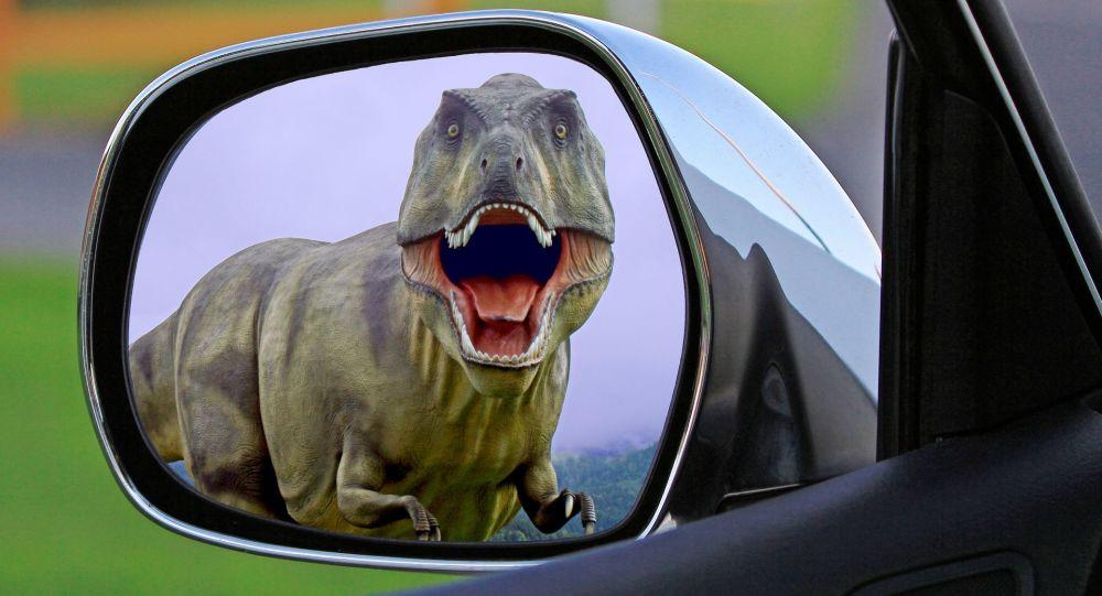 Тираннозавр в автомобильном зеркале