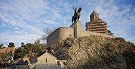 Исторический центр Тбилиси - памятник Вахтангу Горгасали и Метехская церковь
