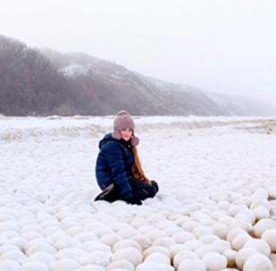 """""""თოვლი გიყვარს? - მოვა"""": რუსეთში გუნდებად მოთოვა - უცნაური სანახაობის ვიდეოკადრები"""
