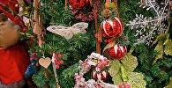 Новогодние украшения на новогодней елке
