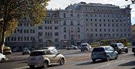 Машины на площади Свободы в Тбилиси