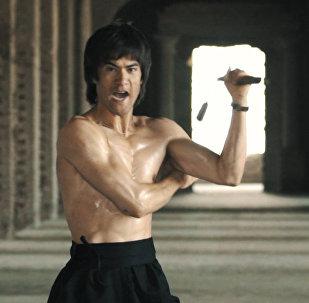 Двойник Брюса Ли: афганский боец демонстрирует свои способности