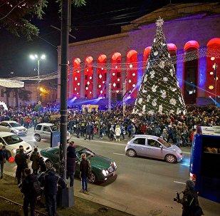 Новогодние огни Тбилиси: как город готовится к празднику