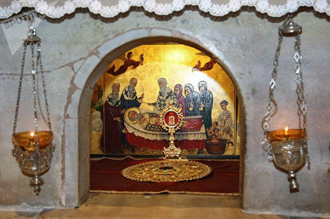 Мраморный престол над мощами Святителя Николая Чудотворца в итальянском городе Бари