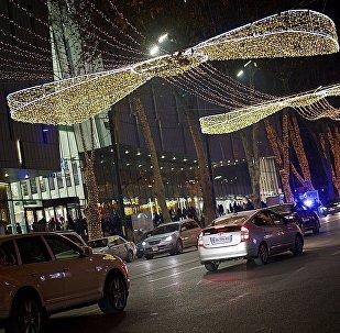 Новогодняя иллюминация на проспекте Руставели