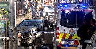 Австралийская скорая и полиция на месте наезда грузовика на пешеходов в Мельбурне