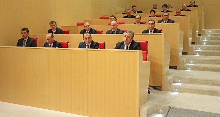 Члены правительства Грузии на заседании парламента страны