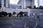 Офицеры полиции и криминалисты на месте взрыва в Афинах