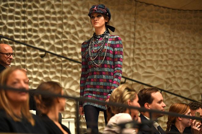 Модный показ Chanel в Гамбурге, Германия