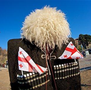 Импровизированный фотоуголок для туристов в парке Рике на тбилисской набережной