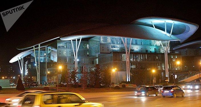 Тбилисский Дом Юстиции ночью