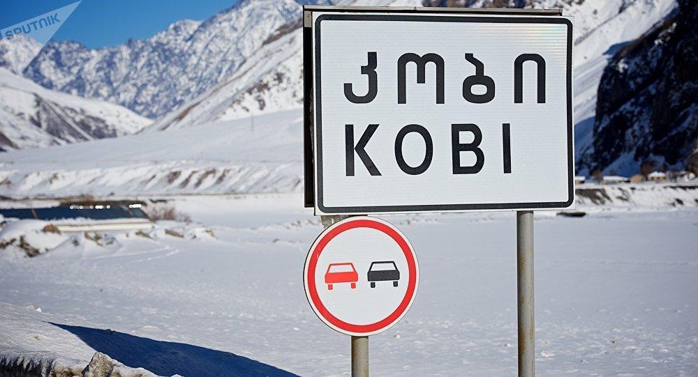 У границы Грузии с Россией скопилось около 600 грузовых автомобилей