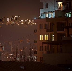Вид с проспекта Церетели на Зеленый город на озере Лиси