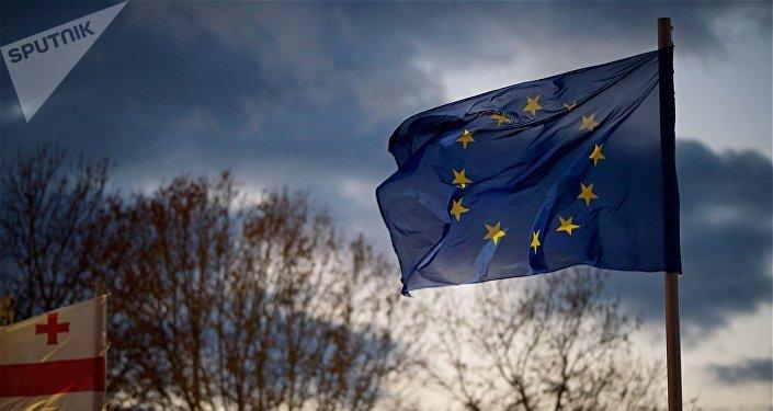 Флаг Евросоюза на площади Европы в столице Грузии