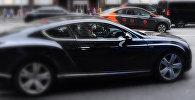 Автомобиль представительского класса черного цвета