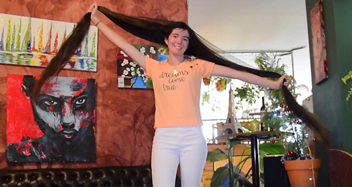 Рапунцель из Аргентины: девушка отрастила волосы длиной 1.53 м