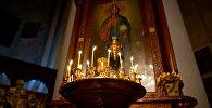 Горящие свечи у иконы Христа Спасителя в Метехской церкви