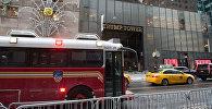 Машины у здания Трамп Тауэр в Нью-Йорке
