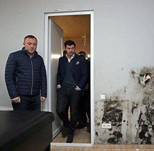 Мэр Тбилиси Кахи Каладзе осматривает новый регбийный стадион