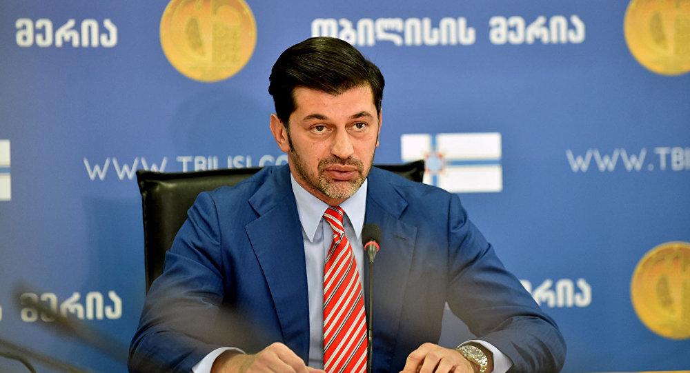 Мэр столицы Грузии Каха Каладзе осматривает тренировочный комплекс по регби в Мухиани