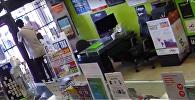 ვიდეოკლუბი: უიღბლო მძარცველი და მაღაზიის მოხერხებული მეპატრონე