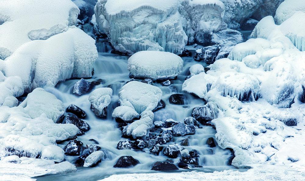 Североамериканские Великие озёра и река Ниагара — это результат активности последнего ледникового щита, двигавшегося с территории восточной Канады