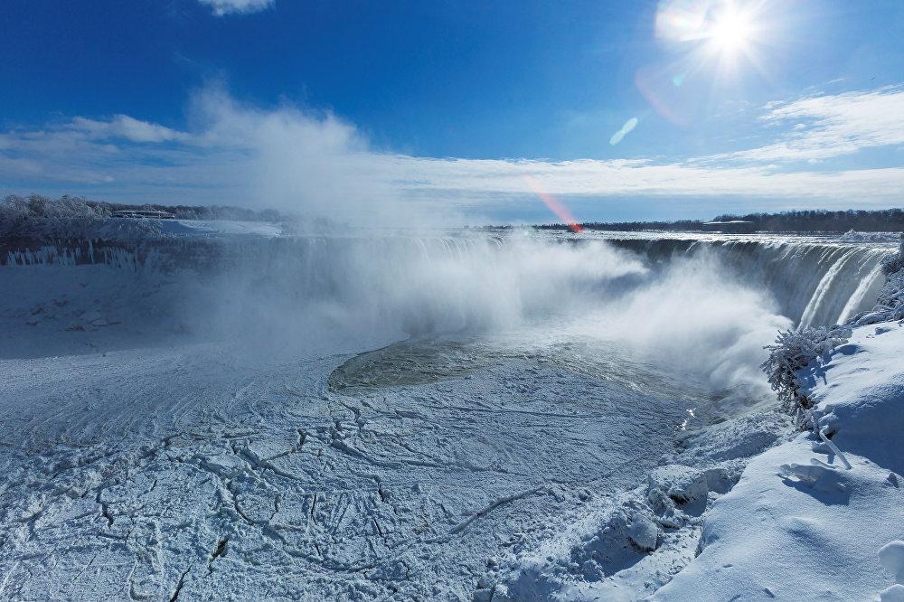 Водопад появился благодаря Висконсинскому оледенению, закончившемуся около 6000 лет назад