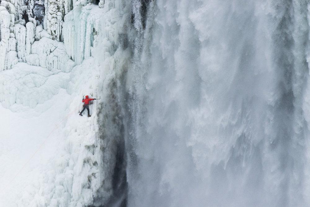 Канадский альпинист Уилл Гадд уже хорошо известен покорением различных горных вершин за рекордно короткое время