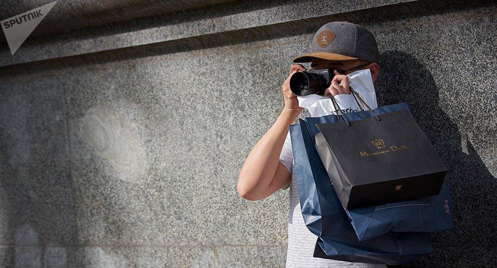 მოდის ფოტოგრაფი-ბლოგერი Mercedes-Benz Fashion Week-ის მოდის კვირეულის გახსნაზე