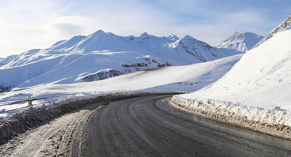 Дорога в Грузии зимой