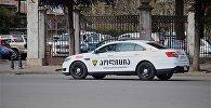 Полицейская машина у здания МВД на улице Чавчавадзе в Батуми
