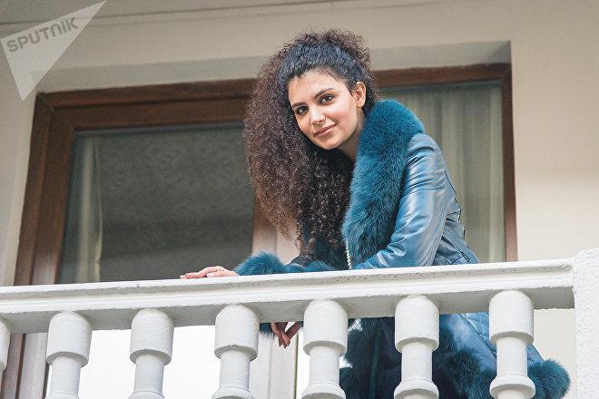 Иранская модель Мина Джей