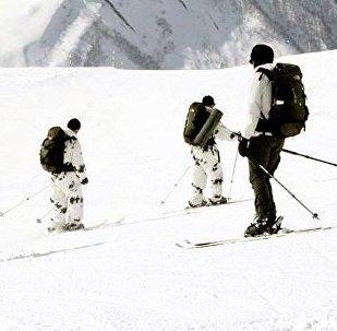 Военные из четырех стран проходят горную подготовку на грузинской базе в Сачхере