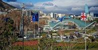 Тбилиси зимним днем - площадь Европы и вид на центр города