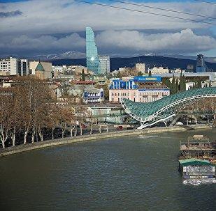 ზამთრის თბილისი - სანაპირო, მშვიდობის ხიდი და ქალაქის ცენტრი