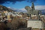 Зимний Тбилиси - вид на памятник Вахтангу Горгасали и центральную часть столицы