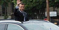 Президент Франции Эммануэль Макрон в автомобиле президентского кортежа