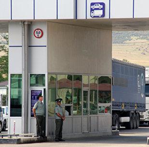 Армяно-грузинская граница. КПП Баграташен-Садахло, архивное фото