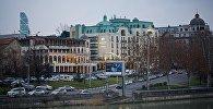 Город Тбилиси зимним вечером