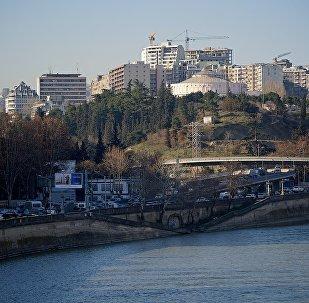 Вид на набережную Тбилиси и новостройки в Сабурталинском районе