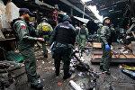 Полиция и военные на месте взрыва бомбы на территории рынка в городе Ялла, Таиланд