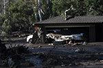 Последствия цунами в Калифорнии, США - архивное фото